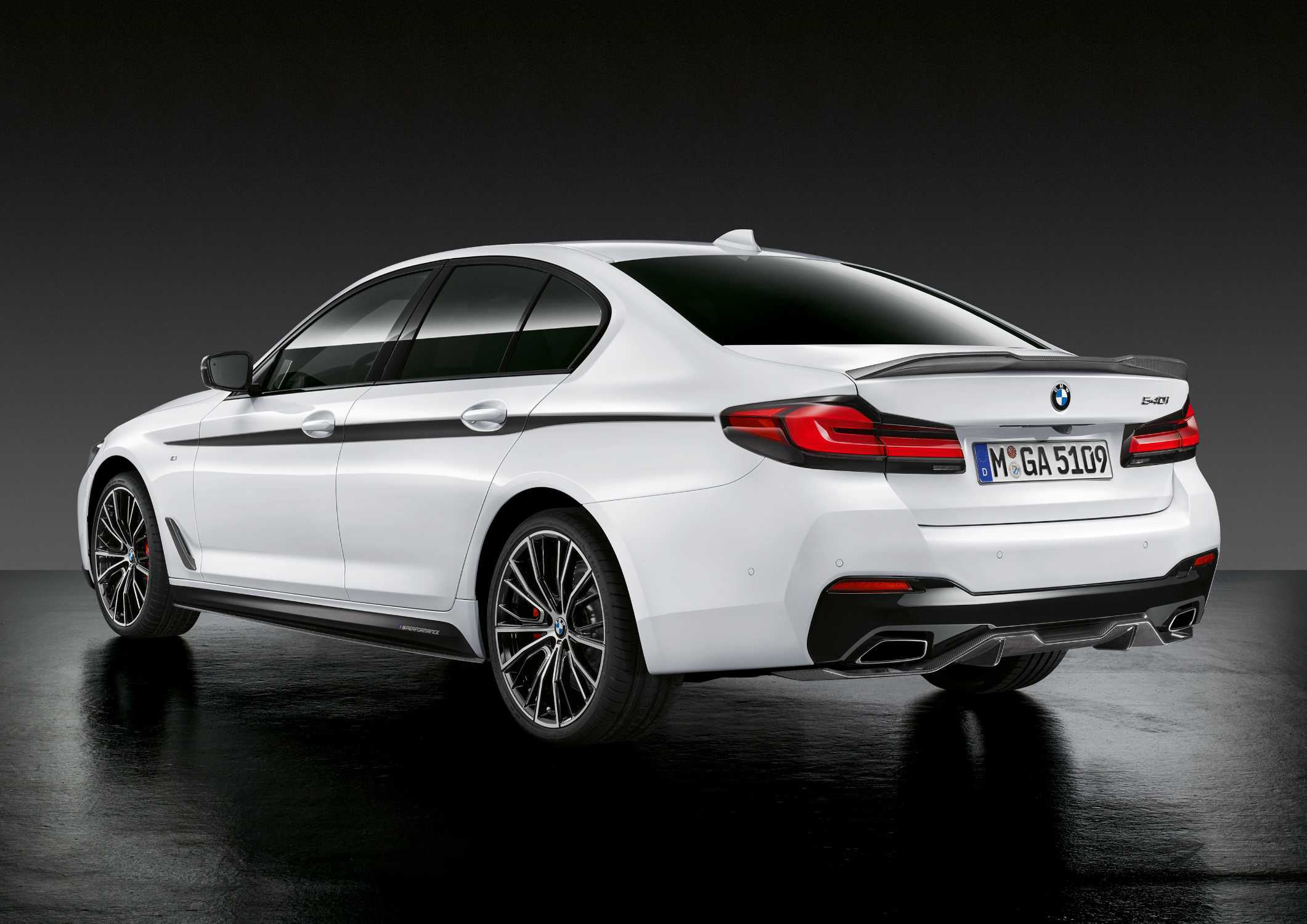 The new BMW 5 Series Sedan, M Performance Parts (05/2020)