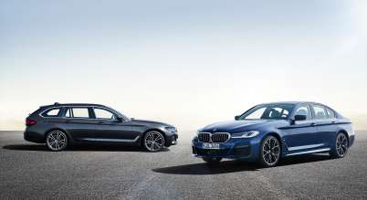 The new BMW 530e xDrive Sedan, Phytonic blue metallic, M Sport package, and the new BMW 530i Touring, Sophisto grey metallic (05/2020)