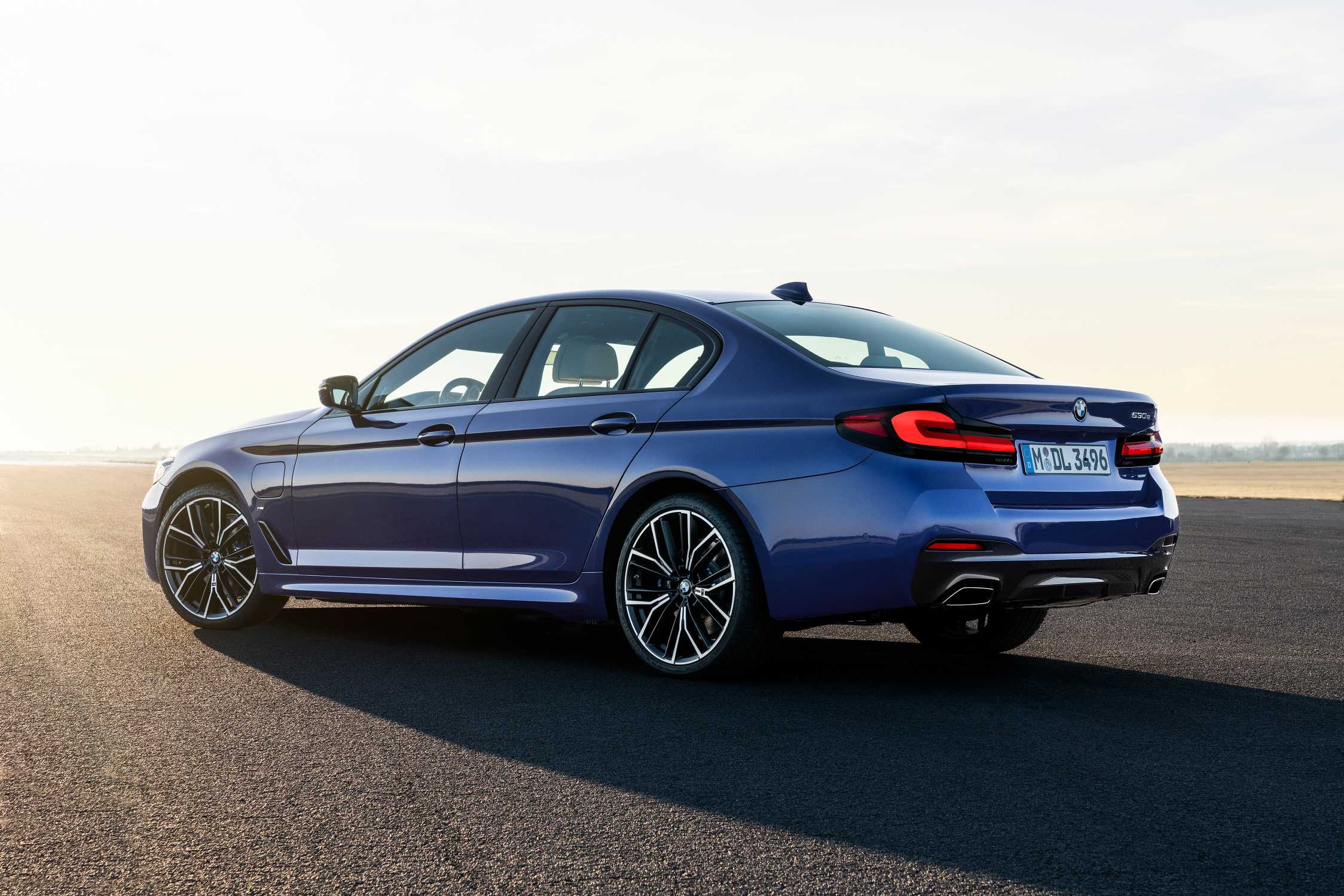 The new BMW 530e xDrive Sedan, Phytonic blue metallic, M Sport package (05/2020)