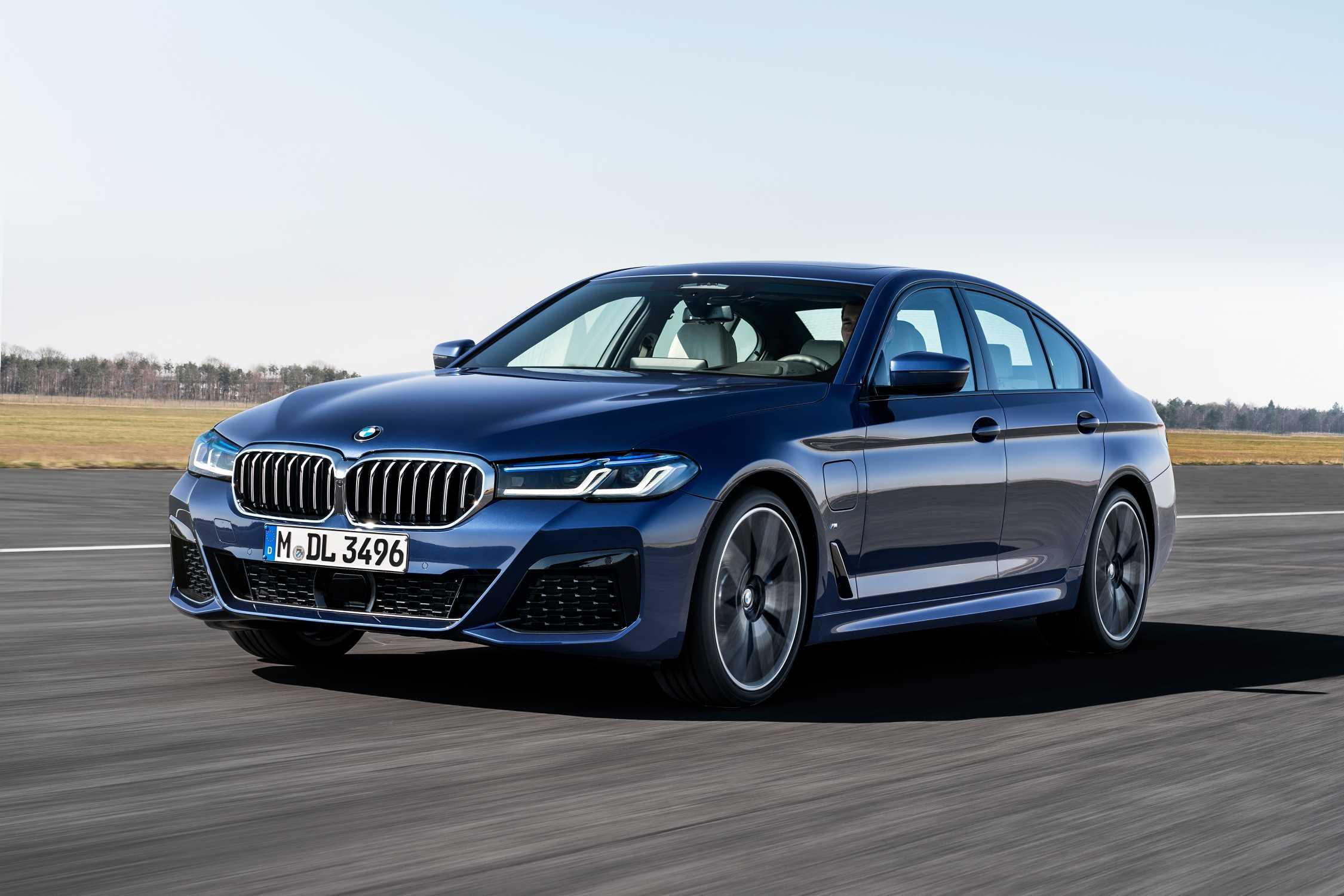 The new BMW 530e xDrive Sedan, Phytonic blue metallic, M ...