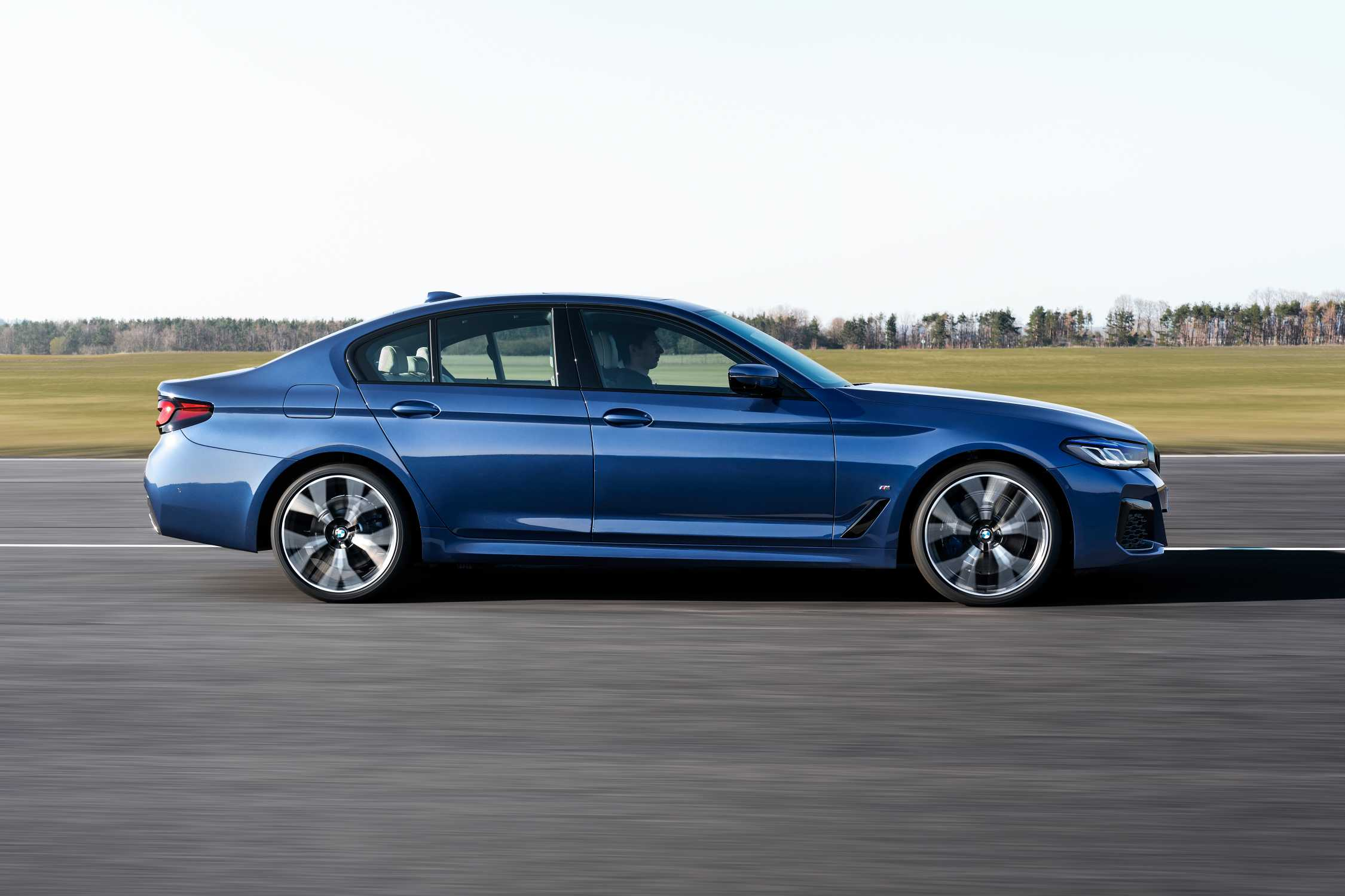 The new BMW 530e xDrive Sedan, Phytonic blue metallic, M ...