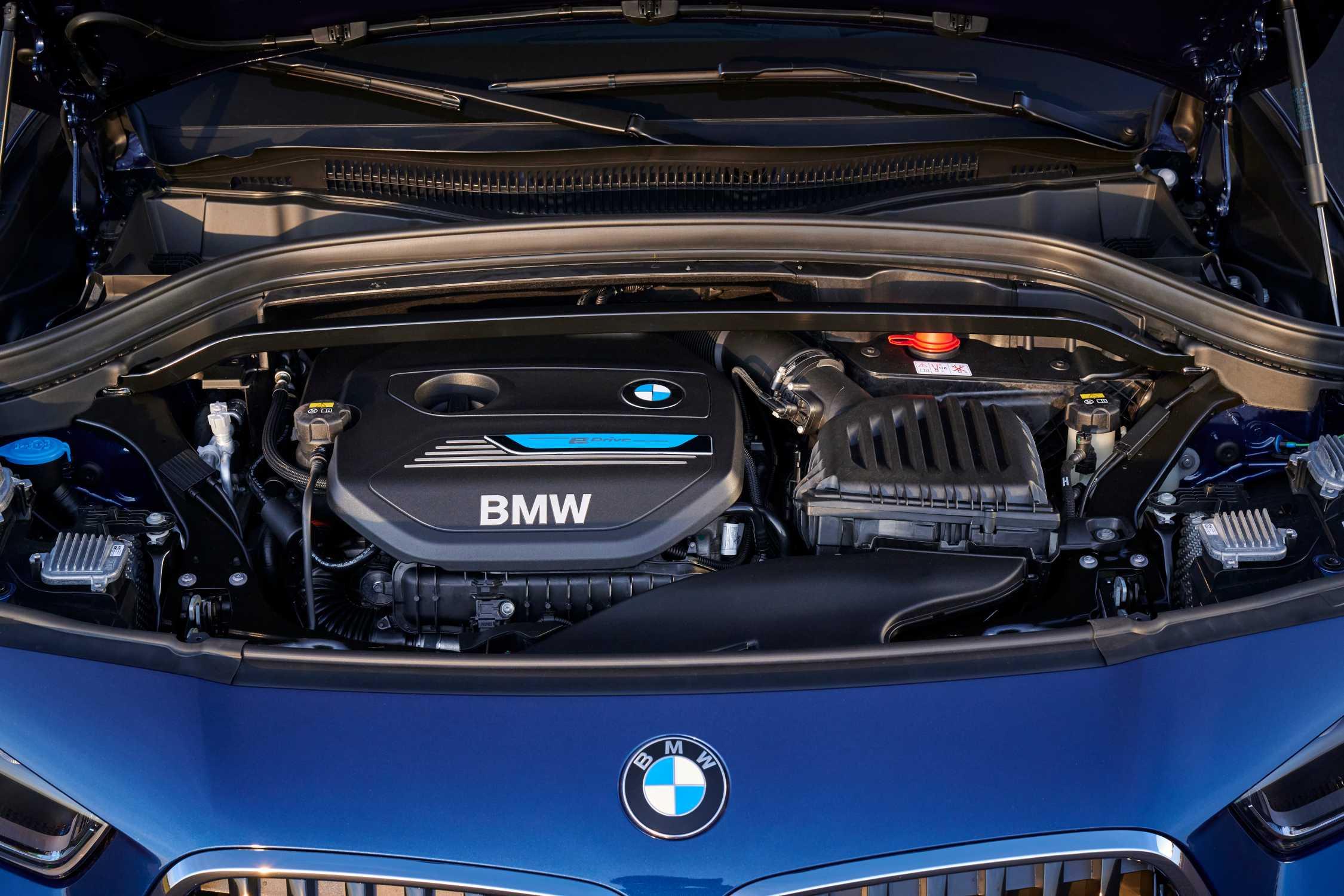 The new BMW X2 xDrive25e, Phytonic Blue Metallic, Rim 19″ Styling 722 M (05/2020).