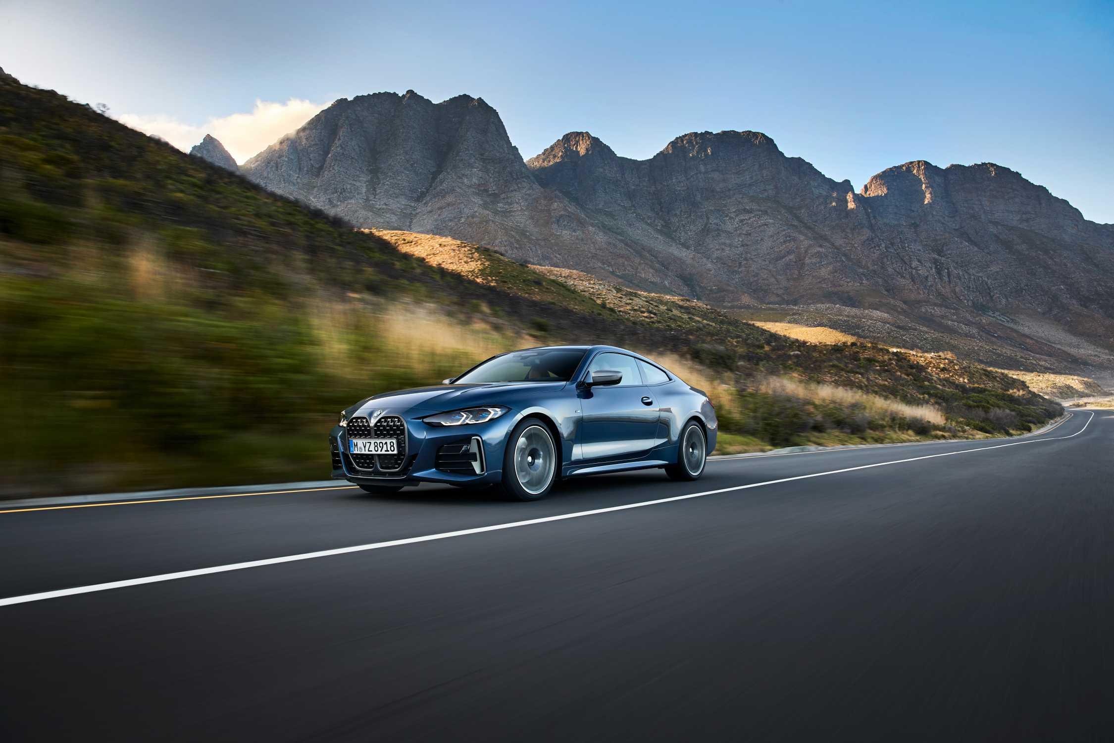 "BMW M440i xDrive, Arctic Race Blue, Rim 19"" Styling 797 M (06/2020)."