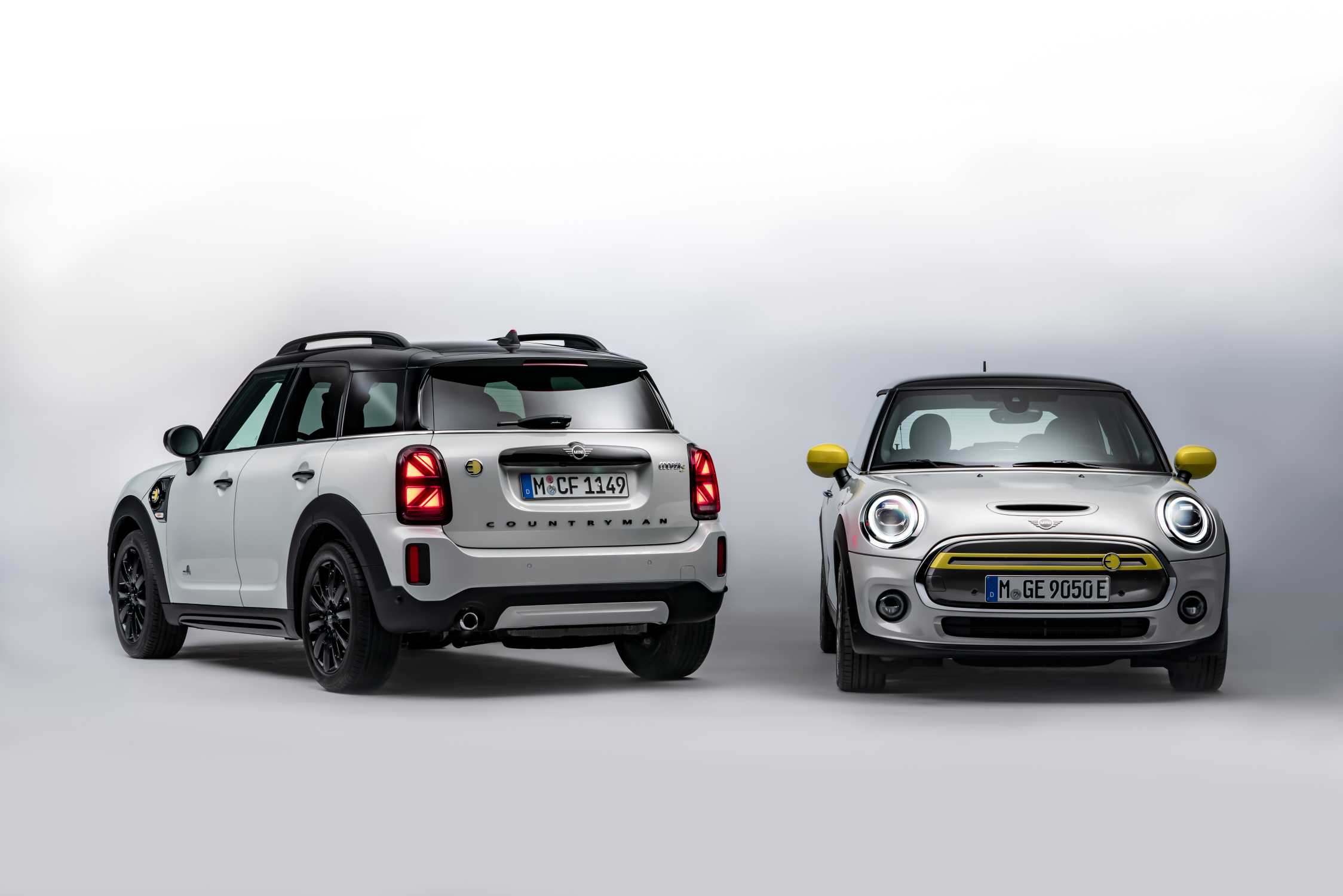 MINI Electric Family Shot: MINI Cooper SE and MINI Cooper SE Countryman ALL4 (05/20)