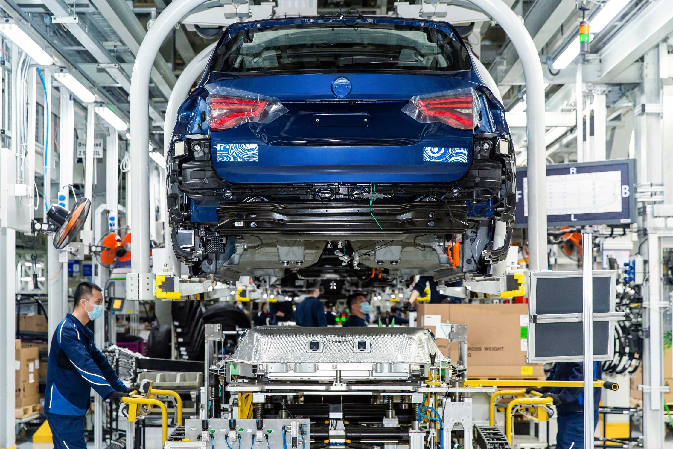 Preparations for BMW iX3 start of production proceeding according to plan (06/2020)