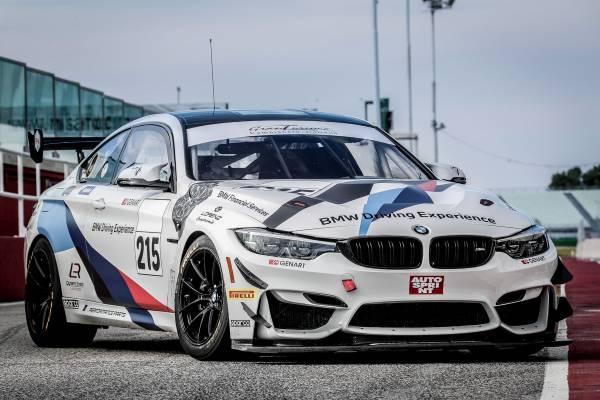 Il Bmw Team Italia Scalda I Motori Per La Prima Gara Del Campionato Italiano Gran Turismo 2020