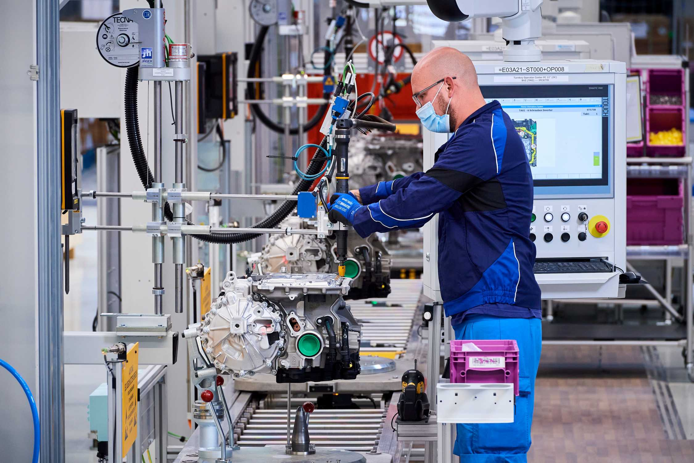 Production of the highly integrated BMW e-drive – final assembly at the Competence Centre for E-Drive Production in Dingolfing (06/2020)