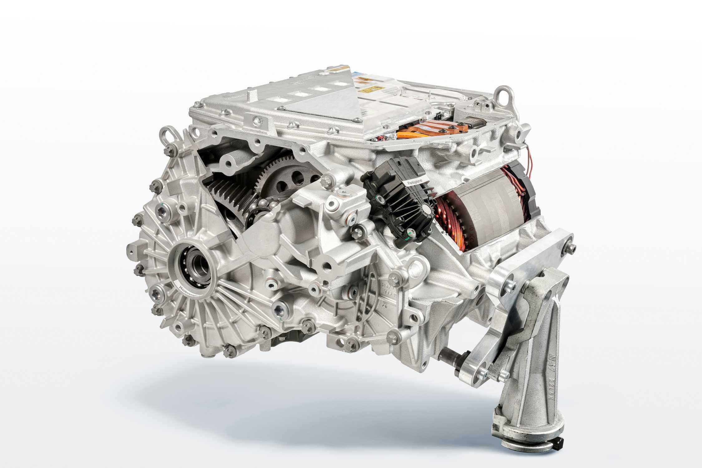 BMW iX3 Highly integrated e-drive-unit cut model (07/2020)