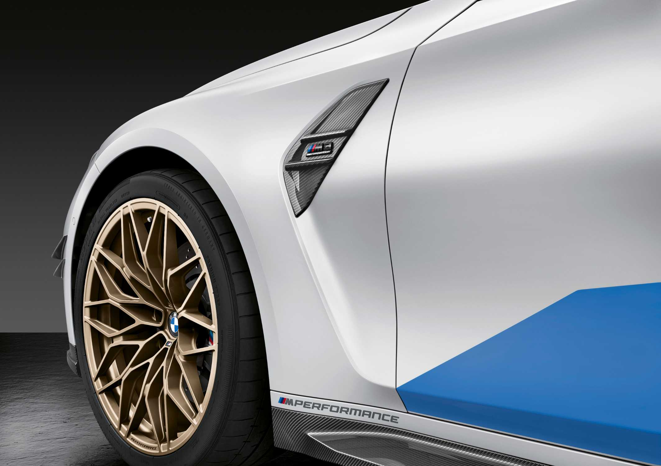The new BMW M3 Competition Sedan, M Performance Air Breather in carbon fiber (09/2020).