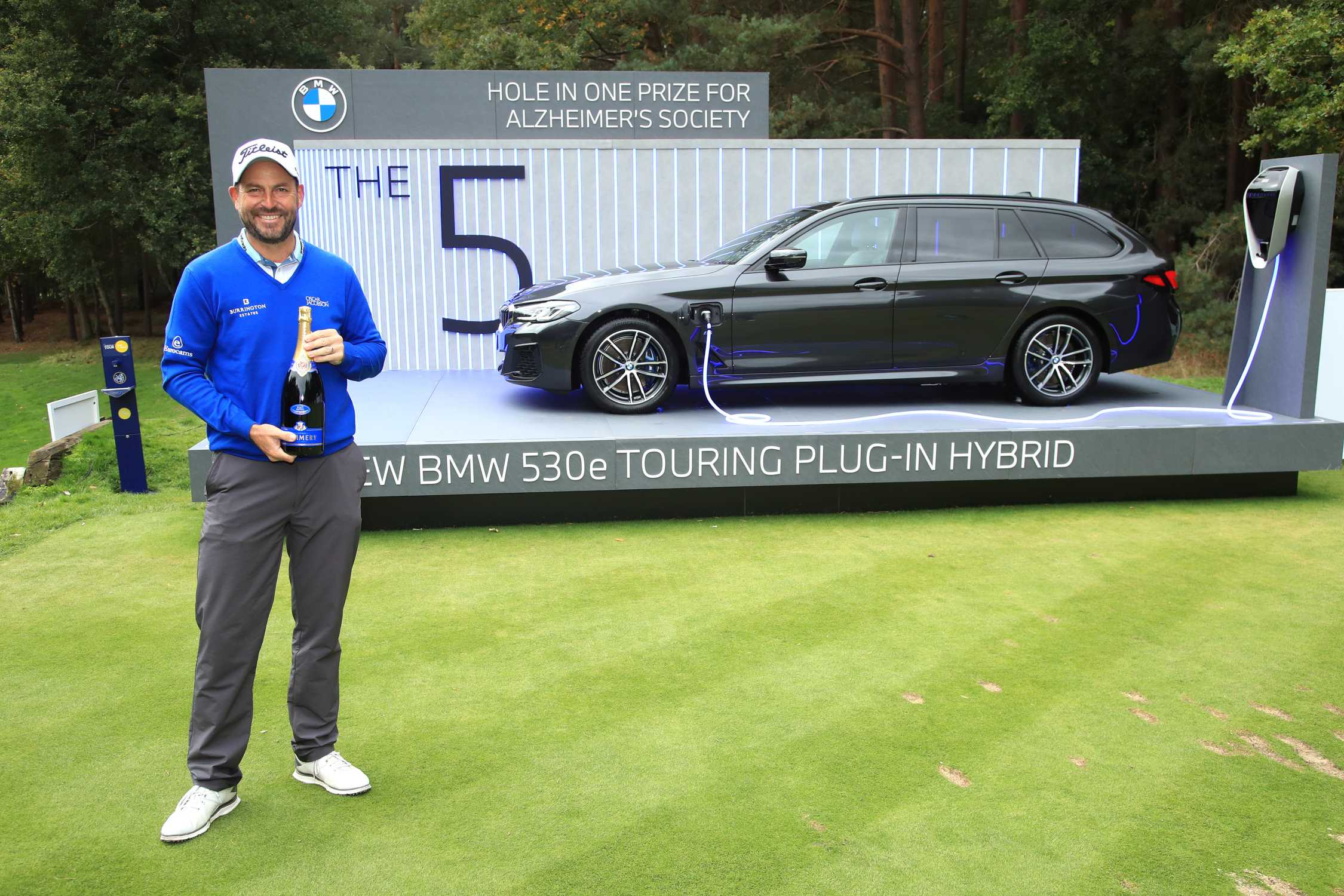David Howell S Hole In One For Charity Bmw Donates 71 675 To The Alzheimer S Society