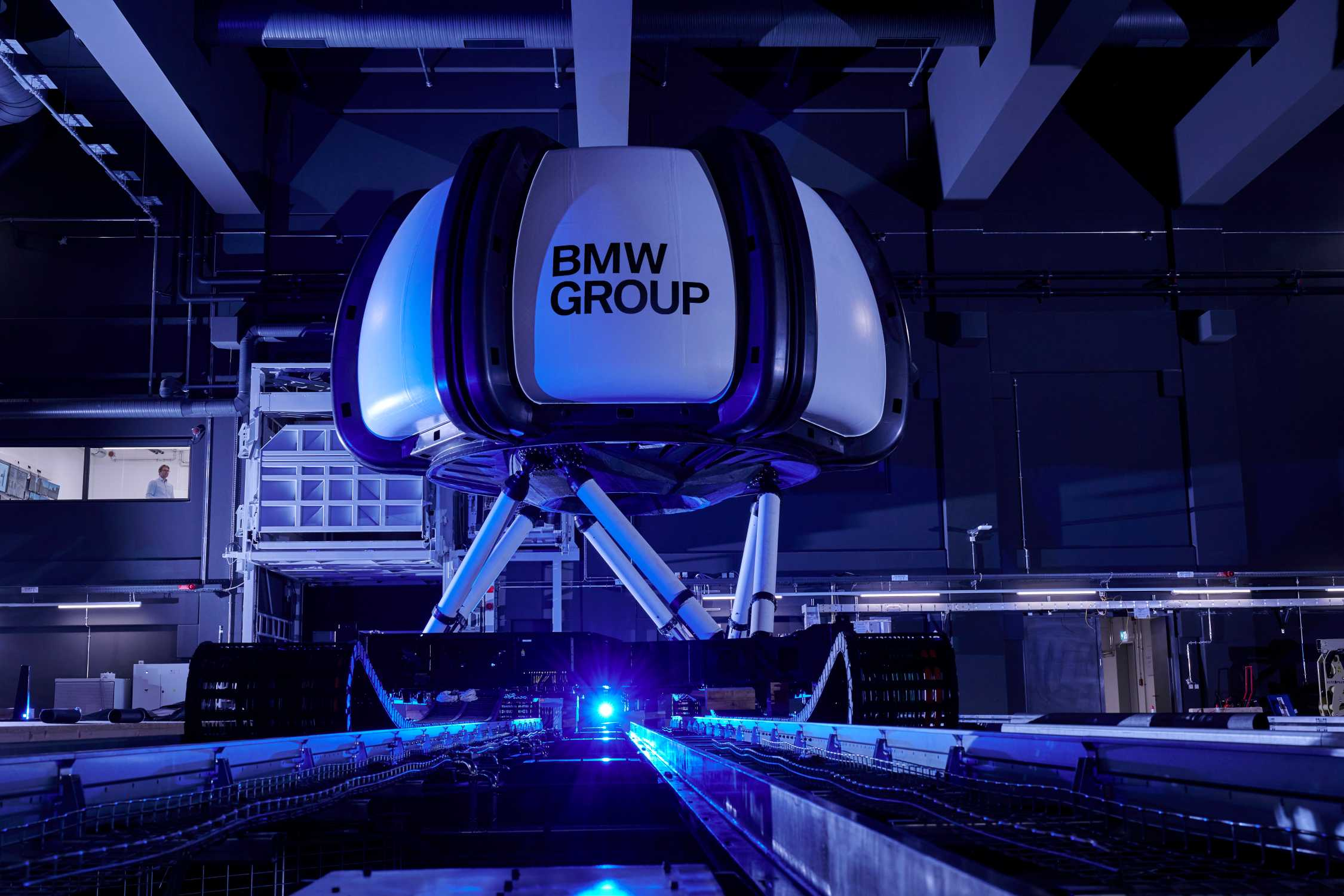 #NEXTGen 2020:The high-fidelity simulator: 83 tons of moving mass on a 400 m² moving surface. The dome houses the test vehicle with the test person and 360 degree projection system. (11/20)