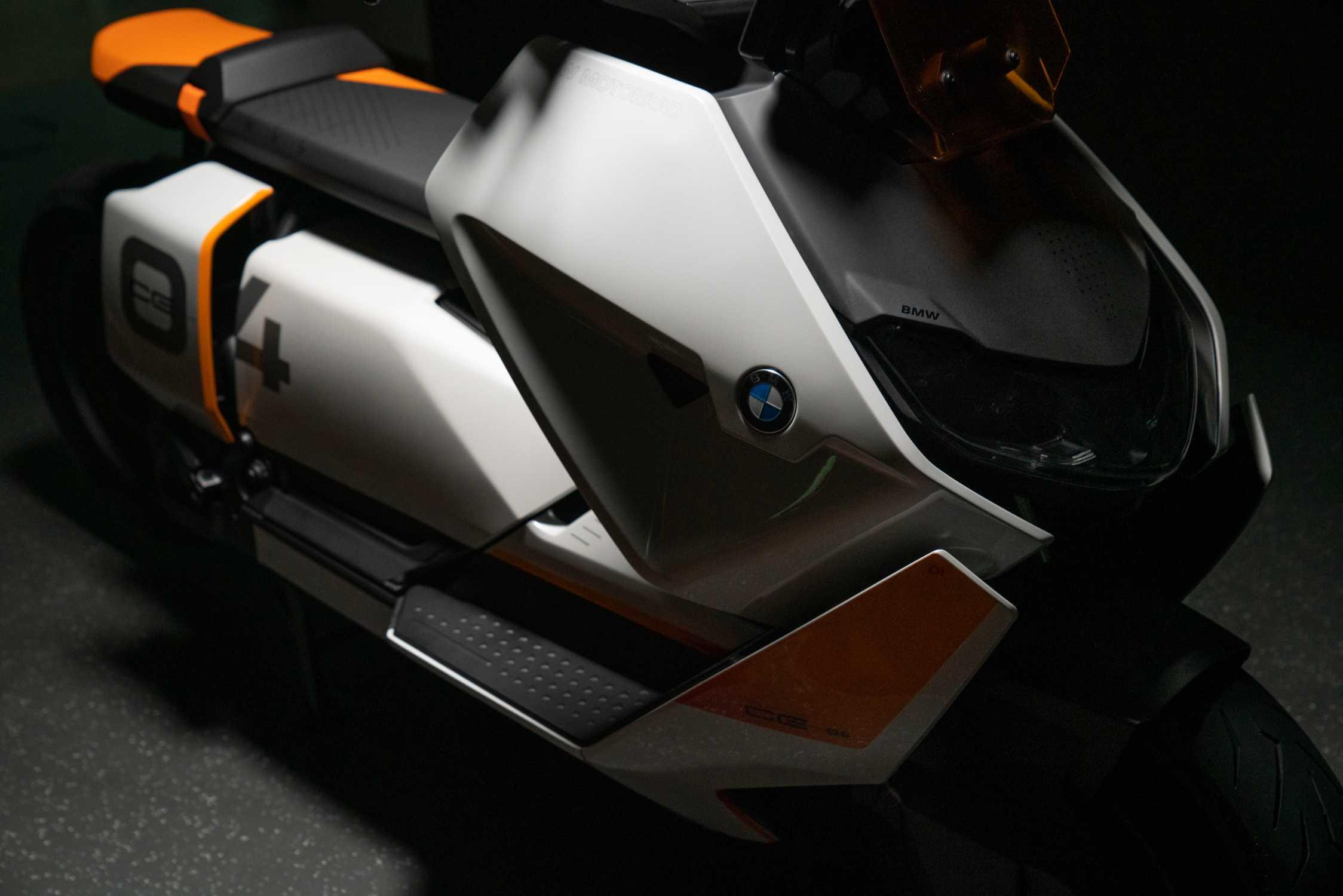 BMW Definition CE 04. (11/2020)