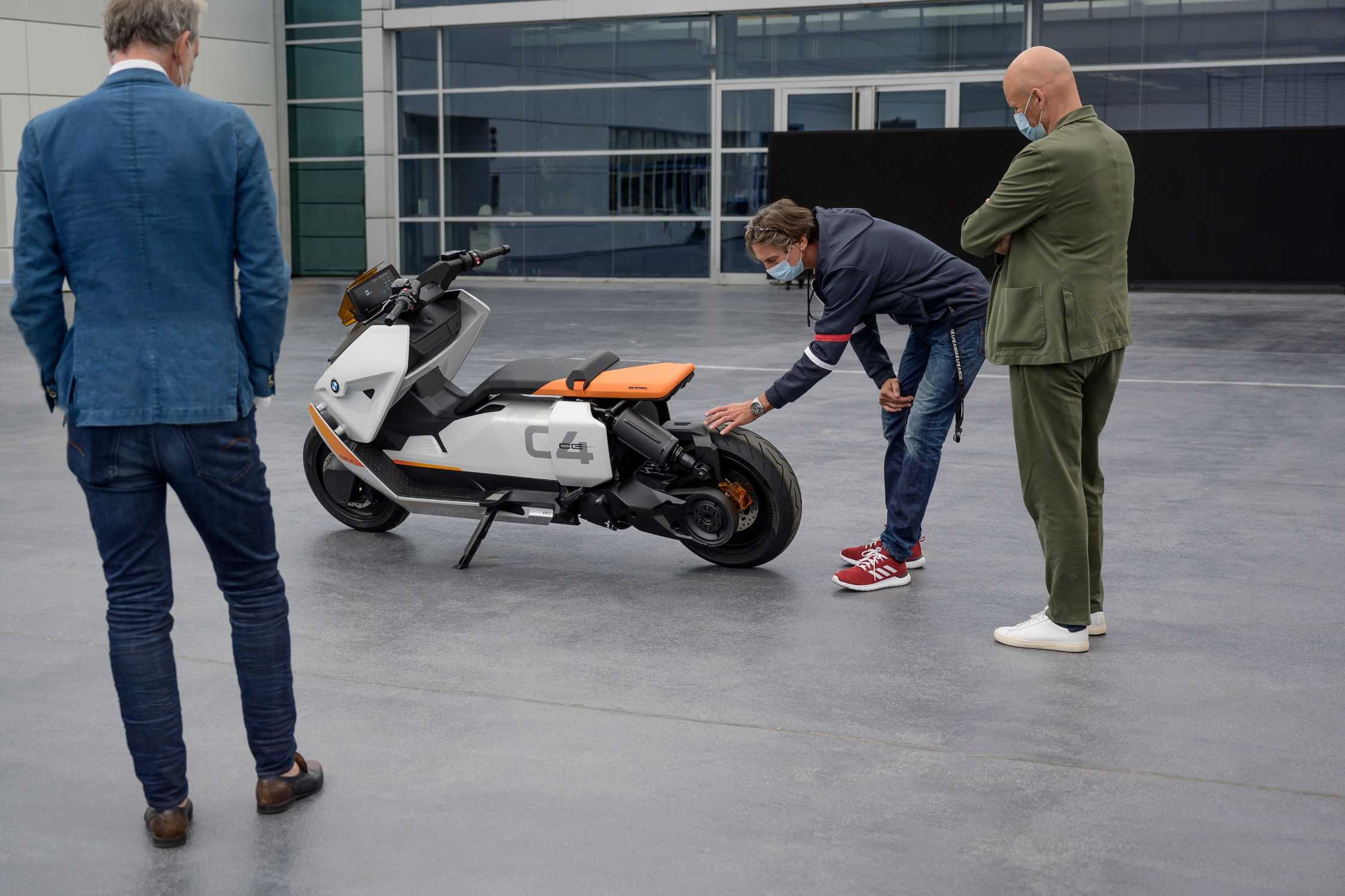 BMW Definition CE 04. Reportage. (11/2020)
