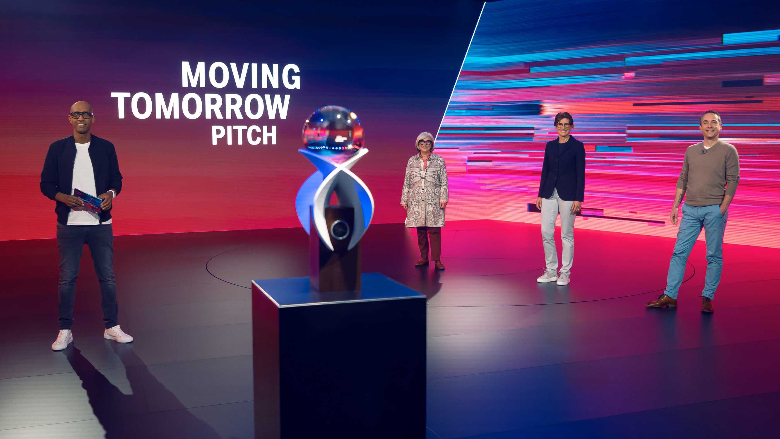 #NEXTGen Moving Tomorrow Pitches (from left to right): host Amiaz Habtu, Steffi Czerny (DLD founder), Ilka Horstmeier (Member of the Board of Management, BMW AG), Dr Andreas Rickert (CEO of Phineo) (11/2020)