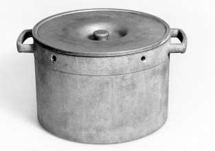 BMW cooking pot from emergency production after the Second World War (11/2020)