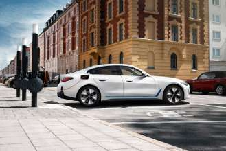 Paving the way for sustainable mobility: bp, BMW Group and Daimler Mobility announce successful closing of transaction that makes bp third shareholder of Digital Charging Solutions GmbH (DCS)
