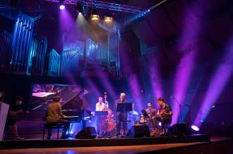 """Peter Gall Quintet wins BMW Welt Jazz Award 2020. The quintet prevailed against the Adam Bałdych Quartet at the philharmonic hall at Gasteig. BMW Welt Jazz Award 2022 will be following the theme """"Key Position""""."""