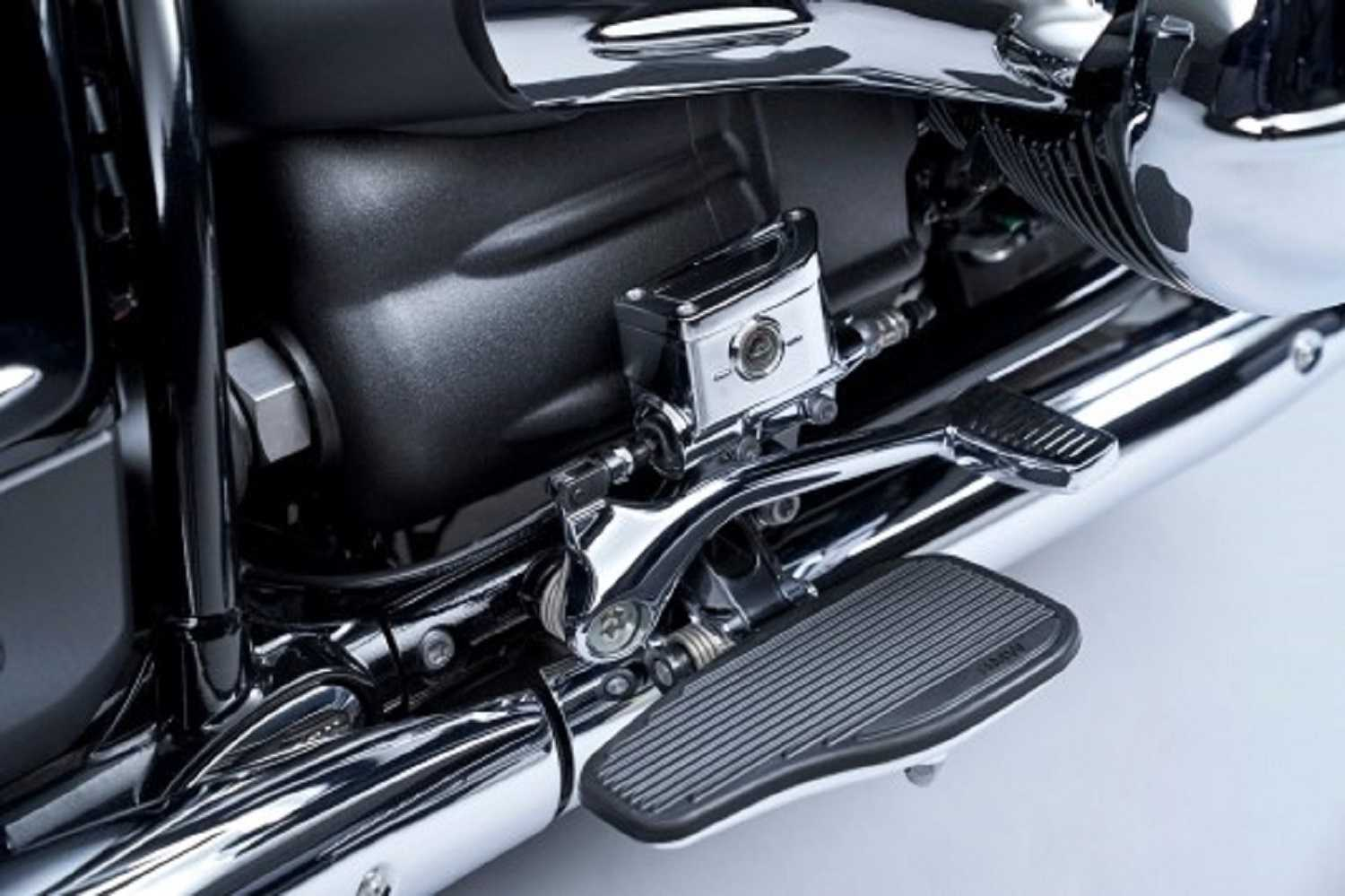 The new 2022 BMW R 18 B and R 18 Transcontinental