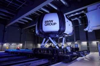Der High-Fidelity Simulator Sapphire Space: Die Gangway nähert sich der Kuppel. (09/21)