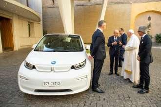 BMW Italia S.p.A. donates a BMW i3 to Pope Francis - © Vatican Media (09/2021)