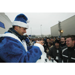 Worksdriver Joerg Mueller. Charitable sell of Gluehwein for the Haus International at the BMW Plant Landshut (12/2003)
