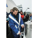 Ralf Schumacher at the charitable sell of Gluehwein to the plant staff for the Haus International at the BMW Plant Landshut (12/2003)
