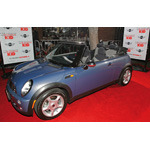 "World Premiere ""The Heartbreak Kid"" in Los Angeles: The Original MINI Cooper Cabrio in Hyper Blue from the film on the red carpet (09/2007)"