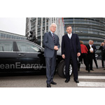 Prof. Hans-Gert Pöttering, President of the European Parliament, and Dr. Norbert Reithofer, Chairman of the Board of Management of BMW AG, at the hand over of the BMW Hydrogen 7 (from left) (04/2008)