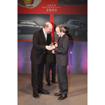 Federal Minister Wolfgang Tiefensee hands over award