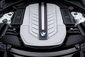 Der neue BMW 7er 12-Zylinder, Motorraum (04/2009)