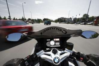 BMW Motorrad ConnectedRide - Vehicle-to-Vehicle-Communication - Emergency vehicle warning (06/2009)