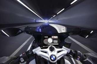 "BMW Motorrad ConnectedRide - Vehicle-to-Vehicle-Communication - Bad weather warning ""Nebel"" (06/2009)"