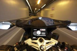 BMW Motorrad ConnectedRide - Vehicle-to-Vehicle-Communication - Obstacle warning 