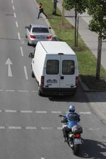 BMW ConnectedDrive / BMW Motorrad ConnectedRide - Vehicle-to-Vehicle-Communication: Brake manoeuver warning (06/2009)