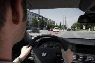 BMW ConnectedDrive - Vehicle-to-Vehicle-Communication - Emergency vehicle warning