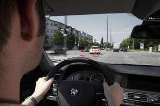 BMW ConnectedDrive - Vehicle-to-Vehicle-Communication - Emergency vehicle warning  (06/2009)