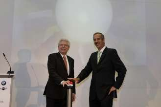 Opening of the Aerodynamic Test Centre: Martin Zeil, Minister of State (left) and Dr. Klaus Draeger, Member of the Board of Mangement, BMW AG, Development (06/2009)