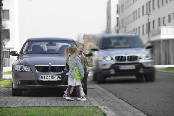 Safe And Efficient Driving In Tomorrow S Cities In The Ur Ban Research Initiative Specialists From The Bmw Group Are Developing Driver Assistance And Traffic Management Systems For The Urban Driving Environment