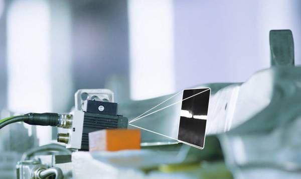 Künstliche Intelligenz eliminiert Pseudofehler bei der Risskontrolle, BMW Group Presswerk Dingolfing.
