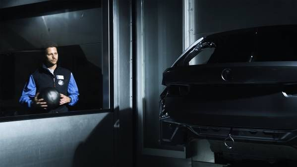 Datenanalysen und künstliche Intelligenz sorgen für mehr Qualität und Präzision, ob im Sport oder in der Produktion. Bei der BMW Group unterstützt die Technik den Menschen. Das wird auch in Zukunft so bleiben.